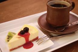 カフェ&キッチンバーPIKE